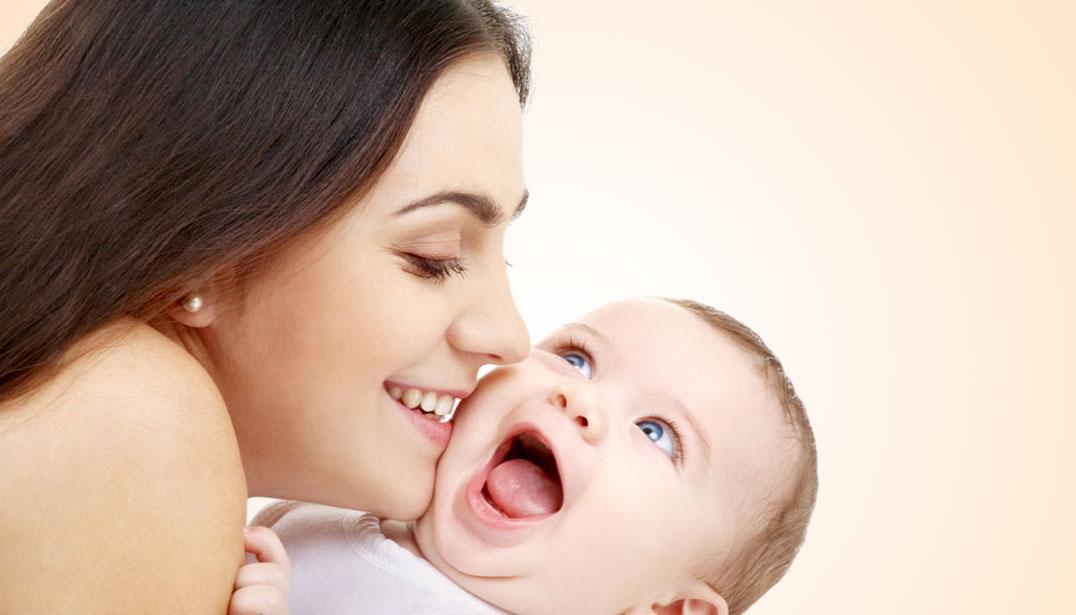 Mẹ sinh xong cần được nghỉ ngơi, hãy lựa chọn dịch vụ chăm sóc em bé
