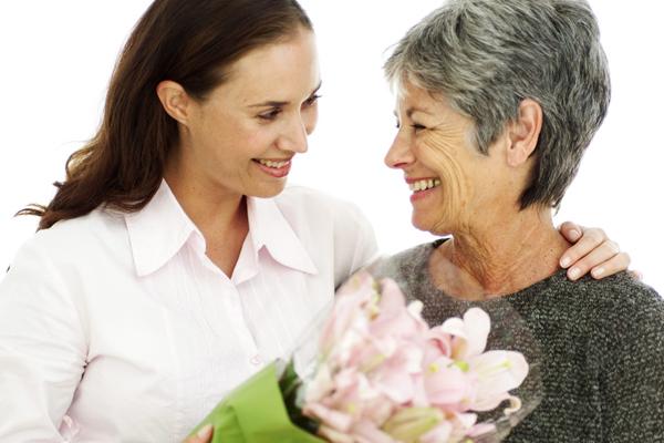Lưu ý khi thuê người chăm sóc người cao tuổi